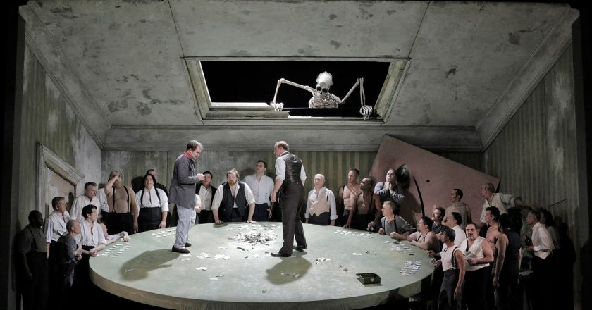Lyric Opera brings Queen of Spades to the masses